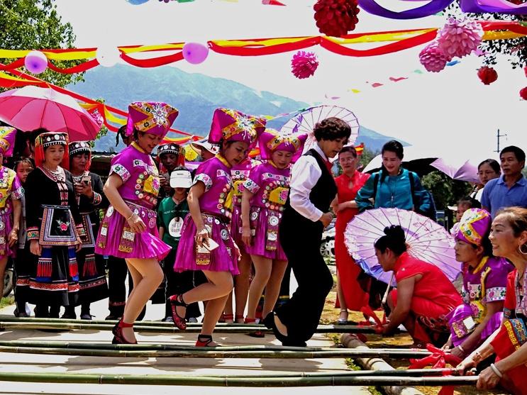 高清:民族风主题活动吸引各地游客