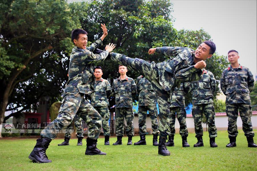 锤炼一招制敌本领 武警官兵开展强化训练(图)