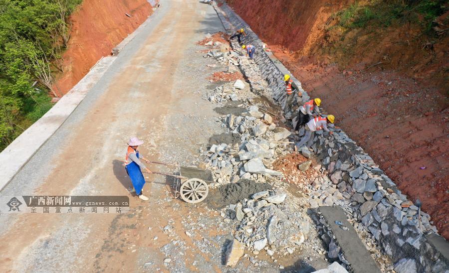 柳州三江加快公路建设方便群众出行(组图)