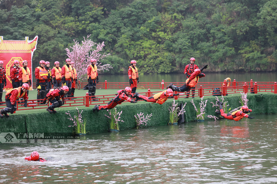 南宁消防开展水域救援技术培训 打造水上救援尖兵