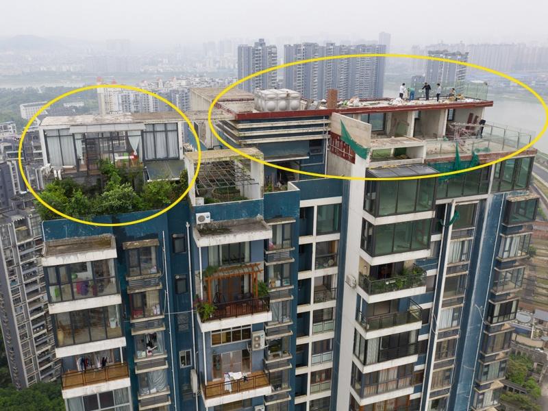 南宁一小区楼顶各种违建 楼下的住户家?#26143;?#20307;开裂