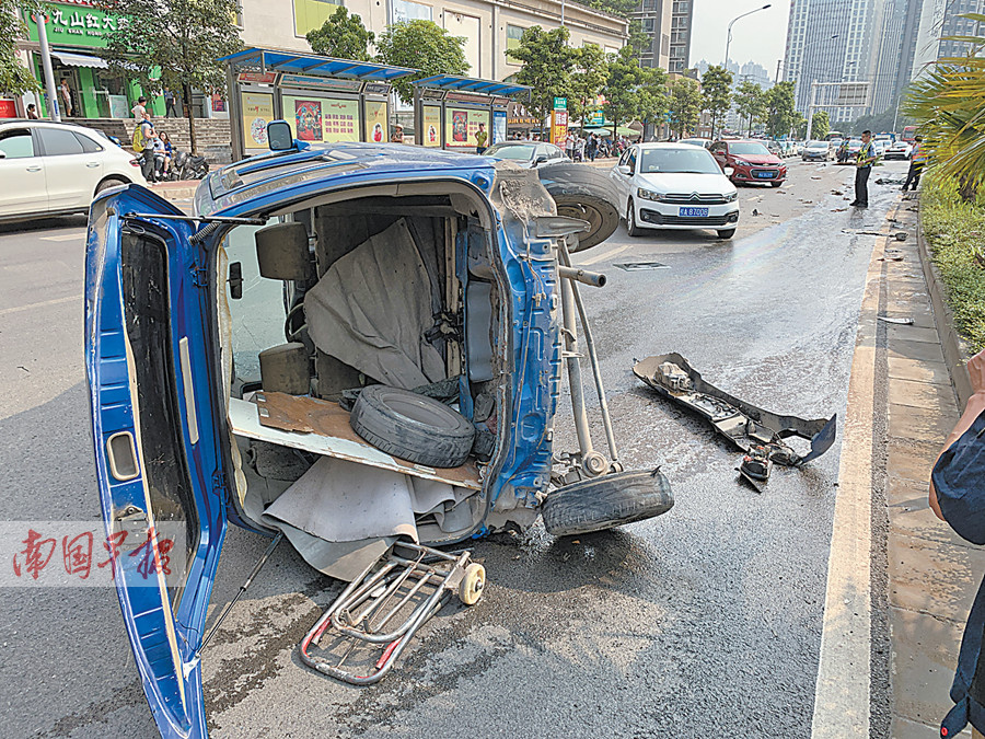 4月21日焦点图:南宁一兰博基尼失控连撞多车