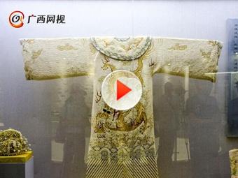 当皇帝有点累 龙袍重达40公斤