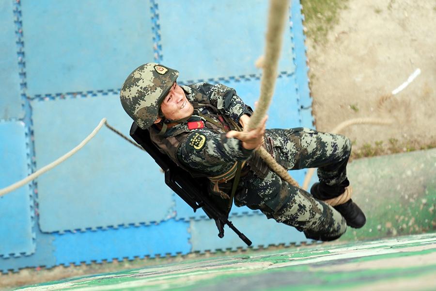 高清£º武警广西总队河池支队举行首届军人运动会