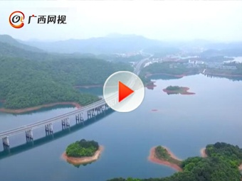 最美水上高速路 车在画中游