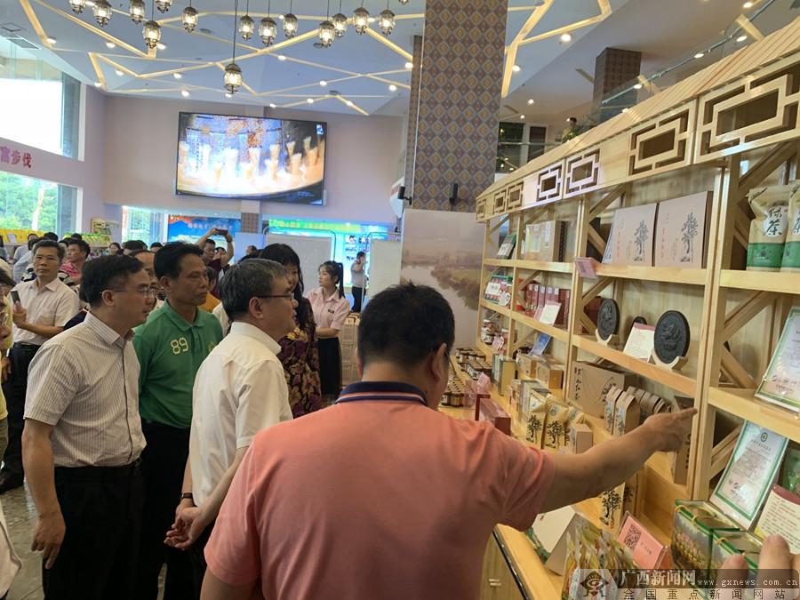 上林扶贫农副产品展销中心南宁揭牌(图)