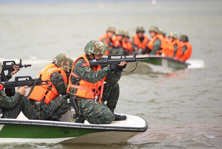 真打实备 直击武警广西总队钦州支队演兵�。ㄍ迹�