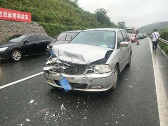 五一返?#35848;?#23792; 兰海高速钦州段连发4起交通事故