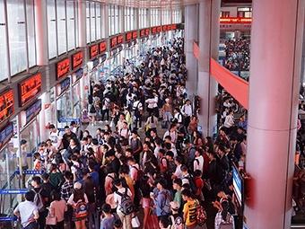 5月5日焦点图:返程日六律大桥等路段依旧出现拥堵