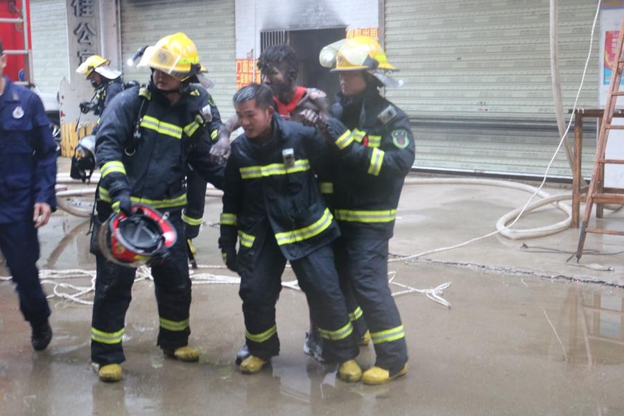 桂林一民房发生火灾 消防营救出73人其中5人死亡