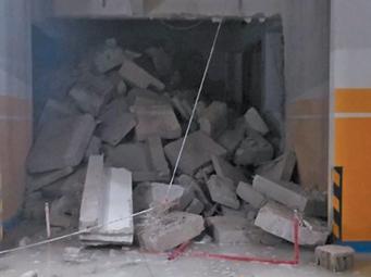 南宁一小区住户打穿一楼房屋楼板 造台阶直通车库