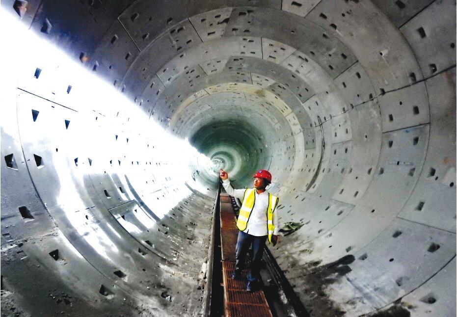 南寧地鐵首次近距離下穿貨運鐵路隧道