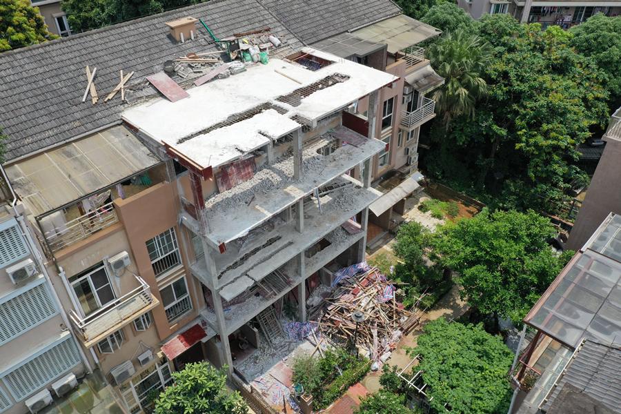 5月17日焦点图:南宁一别墅区一半以上都存在违建