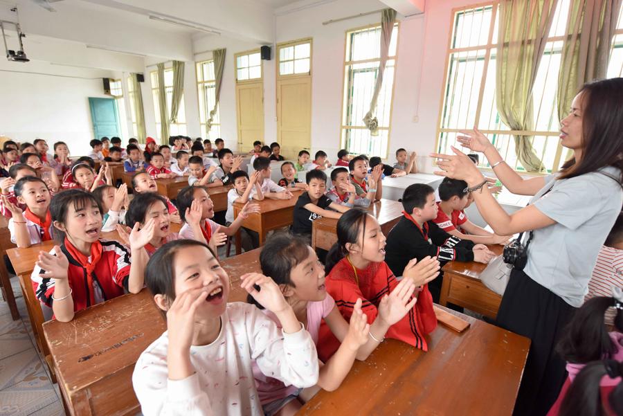 三江:侗歌进校促传承 学生学唱侗族大歌(组图)