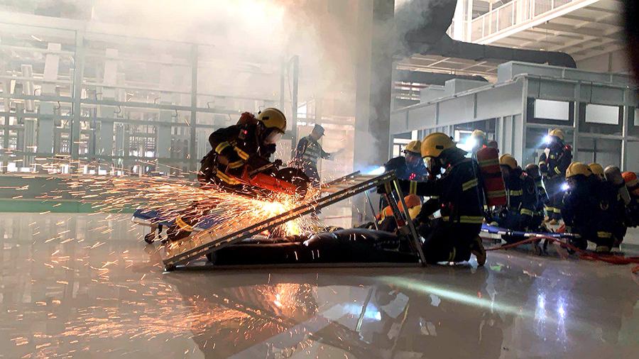 高清組圖:廣西消防總隊舉行大型滅火救援綜合演練