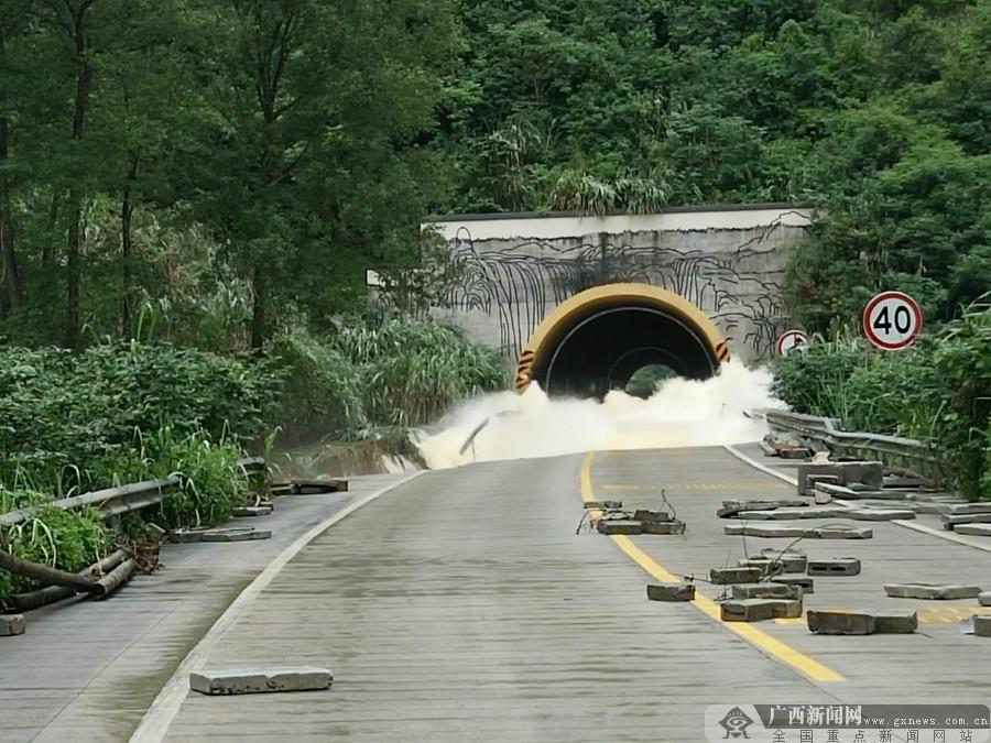 崇左合那高速公路一隧道塌方 去德天景区需绕道