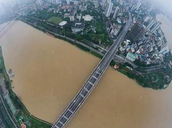 5月30日焦点图:邕江涨水 部分亲水平台步道被淹