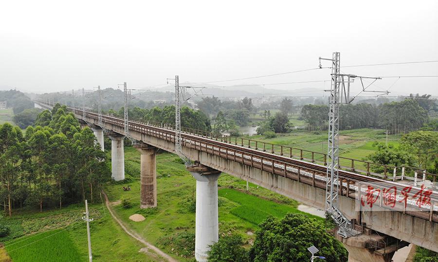 6月1日焦点图:广西沿海铁路全面实现电气化运营
