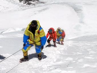 6月3日焦點圖:玉林男子逐夢10年 57歲登頂珠峰