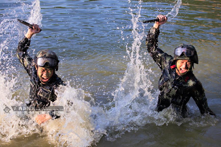 高清:超燃震撼 来宾武警水上砺精兵锻造反恐利剑