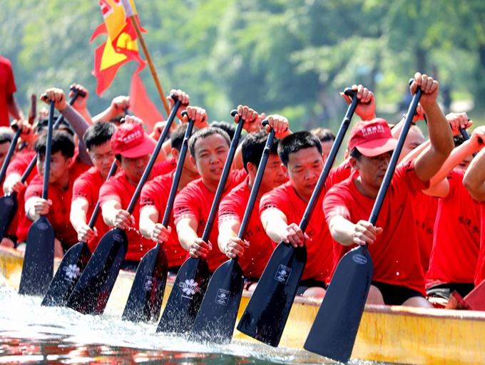 广西兴安:古灵渠畔龙船欢腾闹端午(组图)