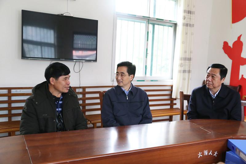 张晓钦率队赴大新县开展2019年春节前系列慰问