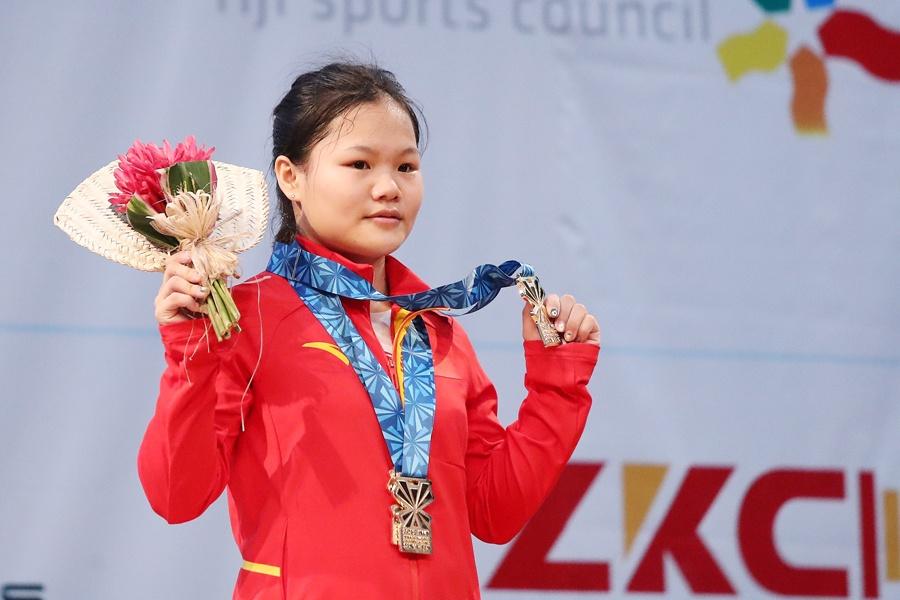 廣西小將趙金紅斬獲2019年舉重世青賽3枚金牌(圖)
