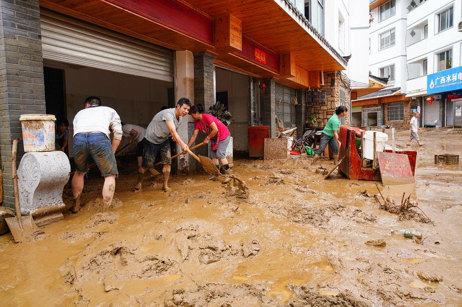 桂林龙胜:洪水过后全力抗灾自救(组图)
