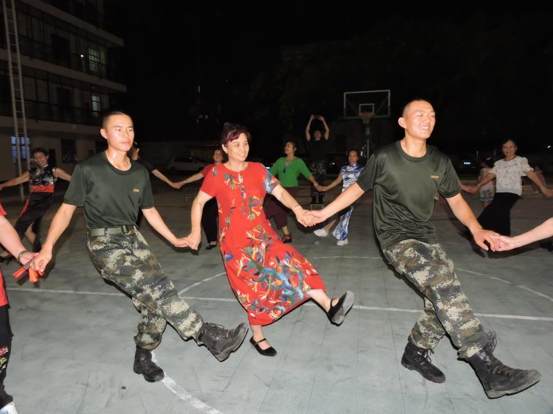 """河池:""""非遗""""文化进军营(组图)"""
