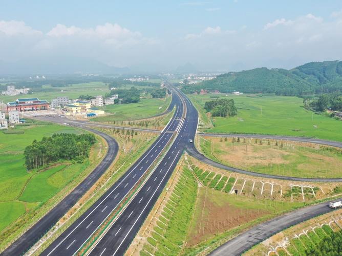 6月17日焦点:贵隆高速(贵港段)7月1日通车试运营
