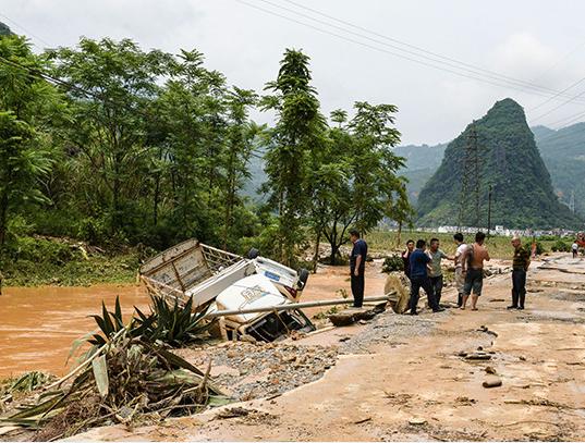 百色特大暴雨引发山洪 8人伤亡多人失踪(组图)