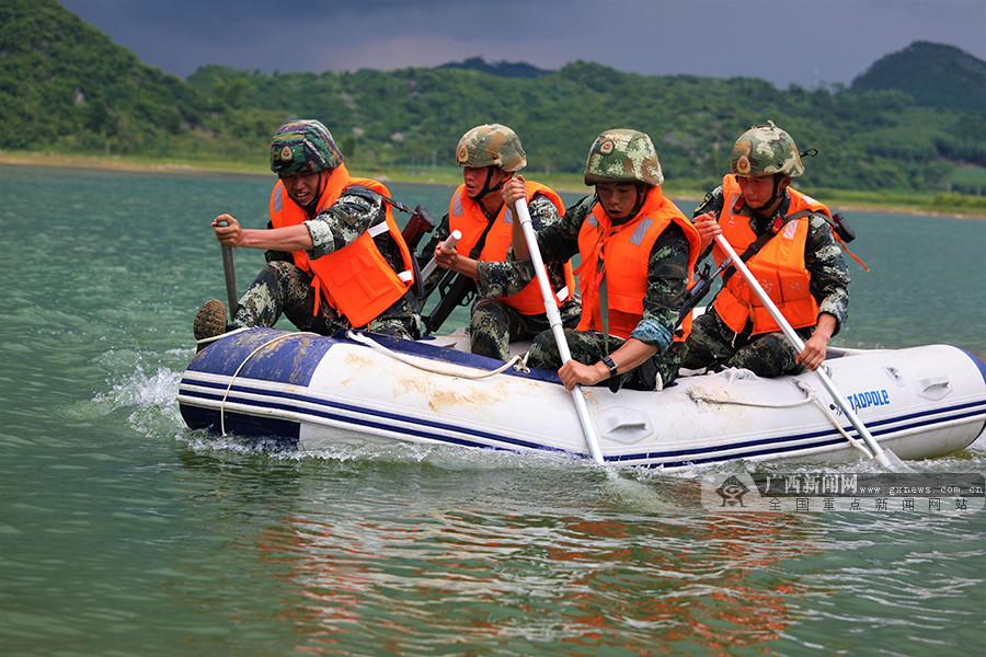 来宾:武警特战队员野外驻训 锤炼反恐作战能力(图)