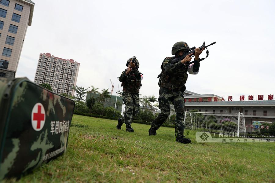 高清组图:练兵备战 他们是卫生员更是战斗员!