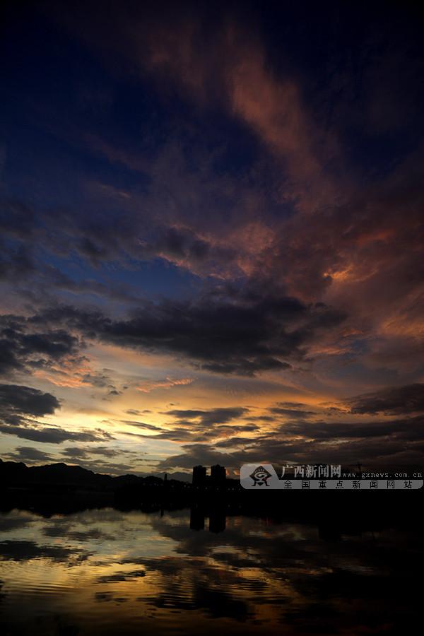 桂林全州:雨后现绚丽晚霞(组图)
