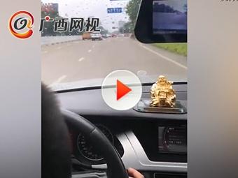柳州7岁男孩开车上闹市马路 家长竟发朋友圈炫耀