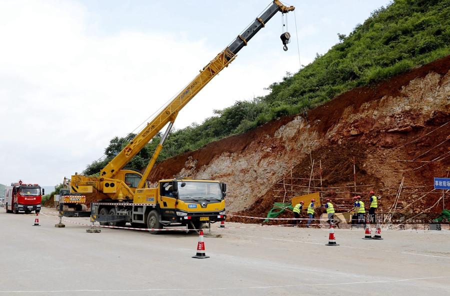 罗城开展高速公路坍塌事故应急救援联合演练(图)
