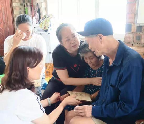 """广西妇联追授黄文秀为""""广西三八红旗手"""""""