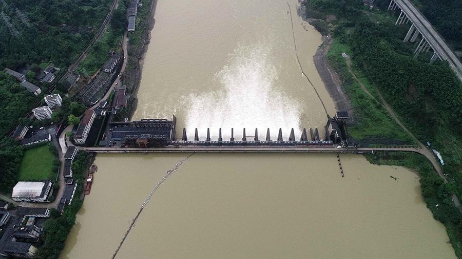 高清组图:融江上游麻石电厂泄洪