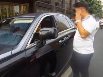 南寧三豪車圍堵出租車后續:勞斯萊斯車主道歉了