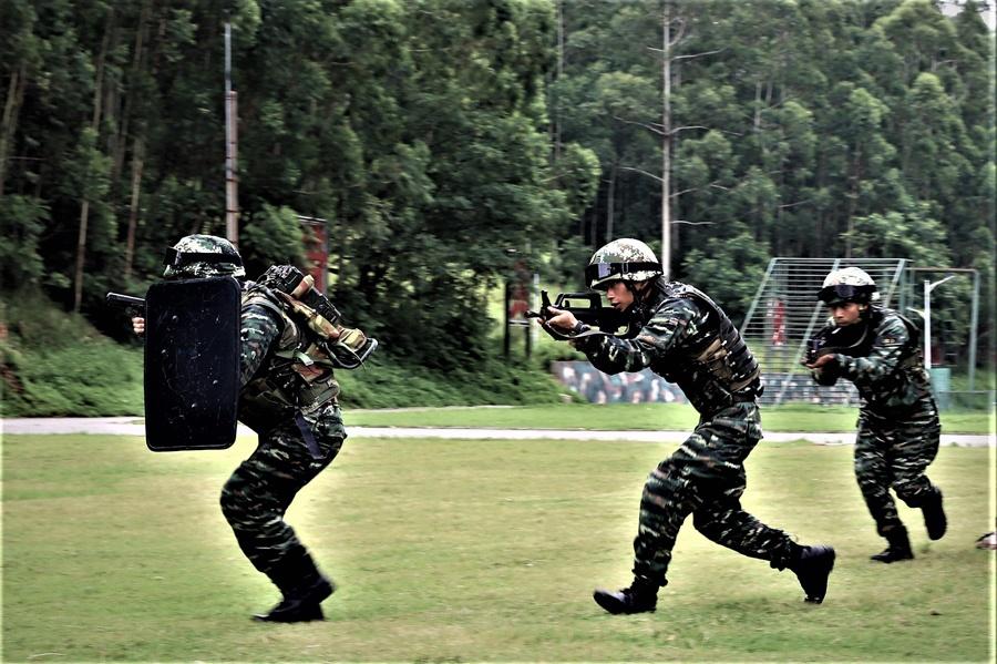 高清:威風八面 武警特戰隊員開展實戰化反恐演練