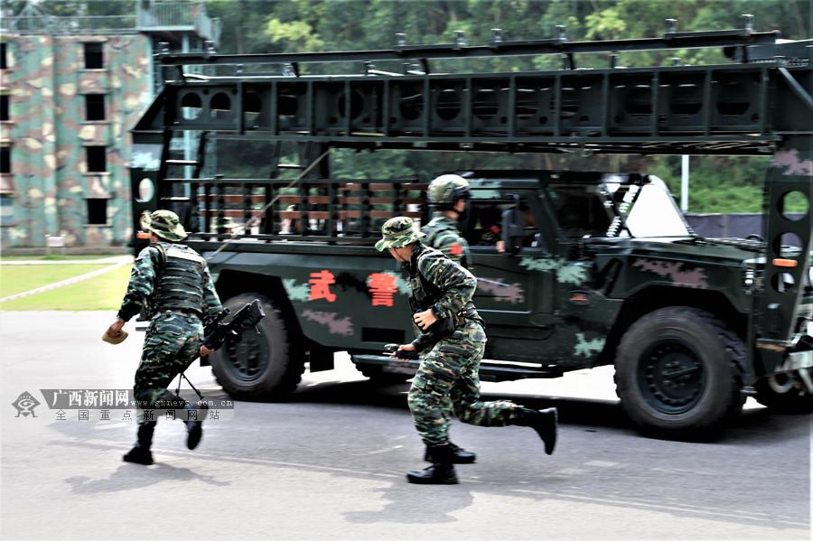 高清:威风八面 武警特战队员开展实战化反恐演练
