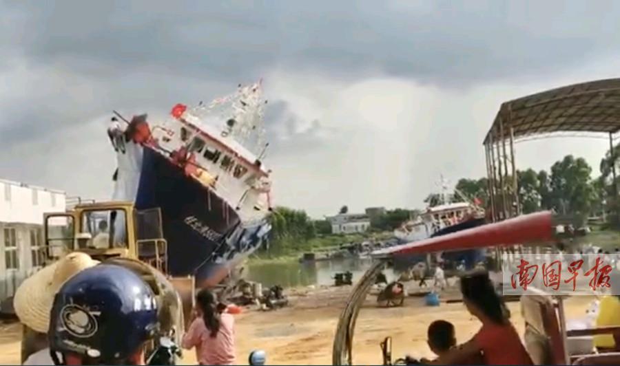 7月4日焦�c�D:北海一新�O船下水�r突然�确�