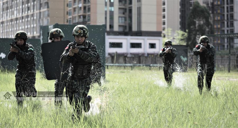 高清:场面热燃!直击武警特战队员捕歼战斗演练