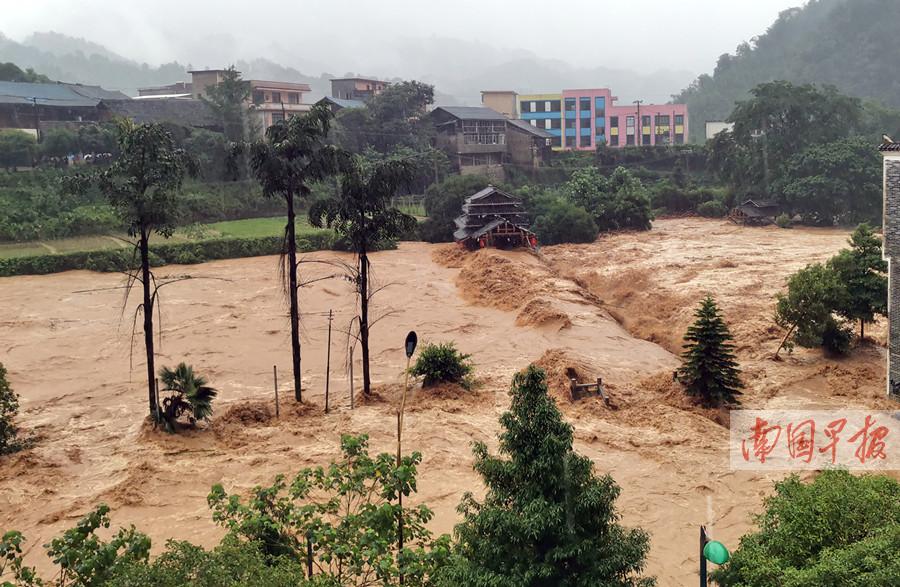 7月8日焦�c�D:�V西多地遭遇洪�� 道路多�塌方