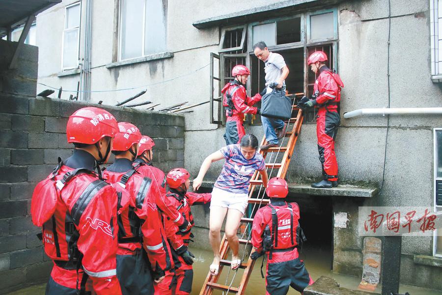 7月9日焦点图:紧急!漓江超警戒水位 排筏全线封航