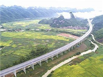 7月10日焦点图£º贵港至隆安高速公路正式通车运行