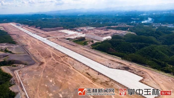 7月12日焦点图:玉林福绵机场2.6公里跑道超大气