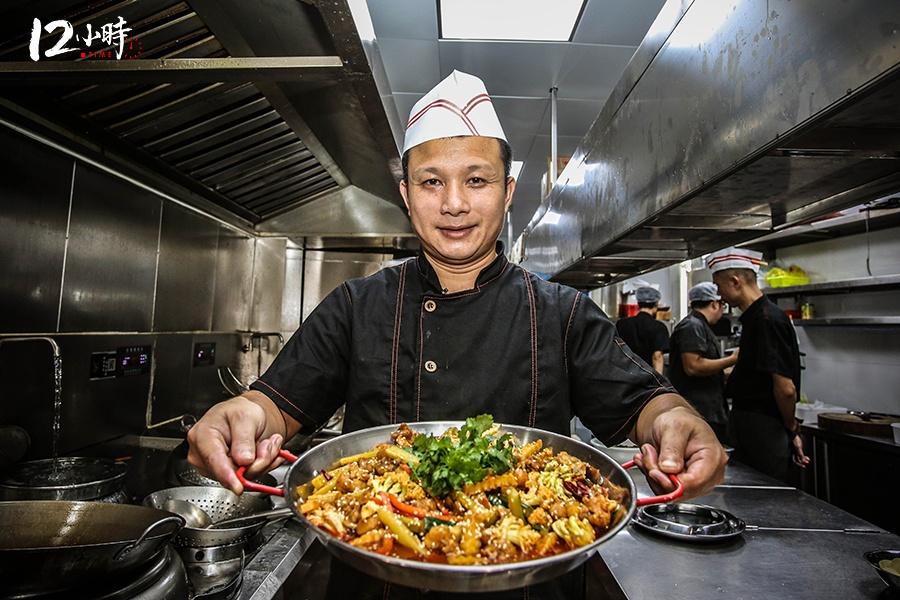 【12小时】80后厨师长扎根厨房20载 练就3分钟出1道菜