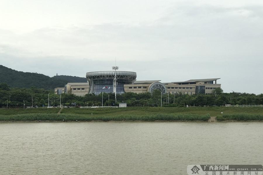 """网友看南宁:走进邕江河畔 共赏""""百里邕江""""美景"""