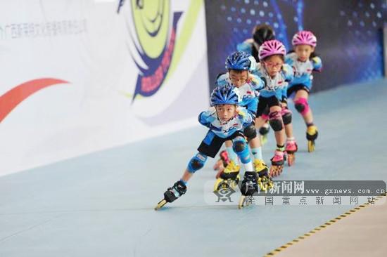 2019轮冰111全国青少年短道速度轮滑赛南宁站举行